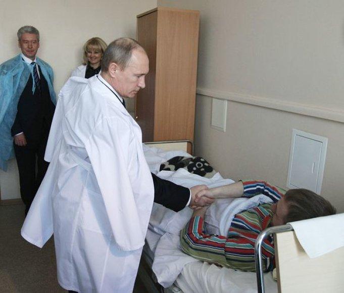 Vladimiras Putinas lanko sužeistuosius