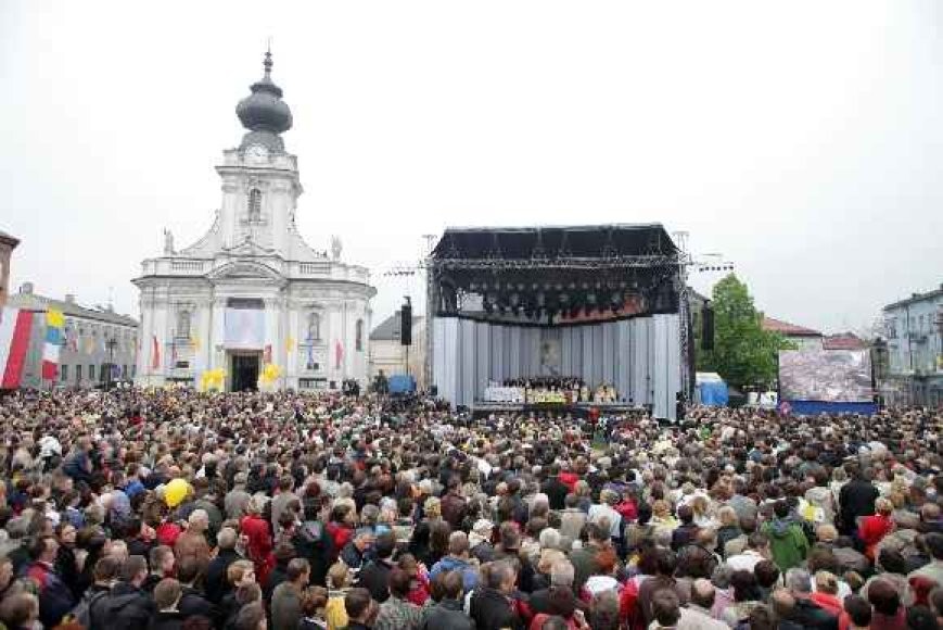 Tūkstančiai tikinčiųjų Lenkijoje