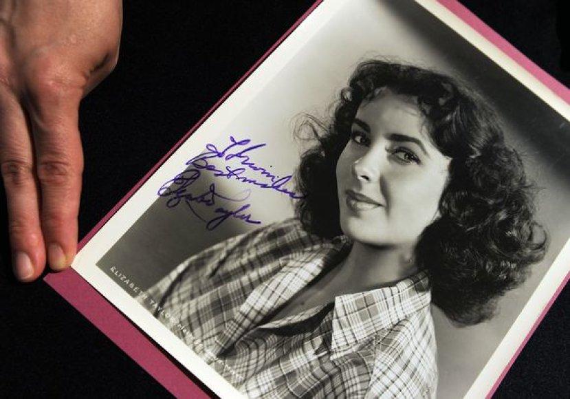 Elizabeth Taylor pasirašyta nuotrauka