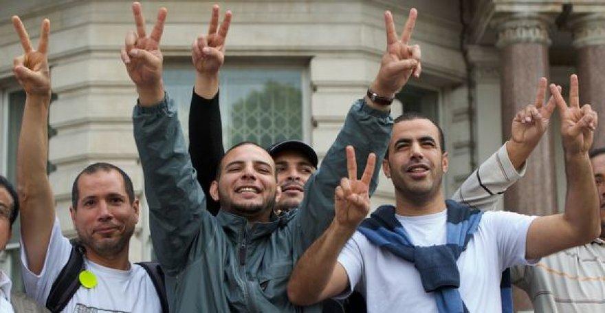 Prie Libijos ambasados Londone