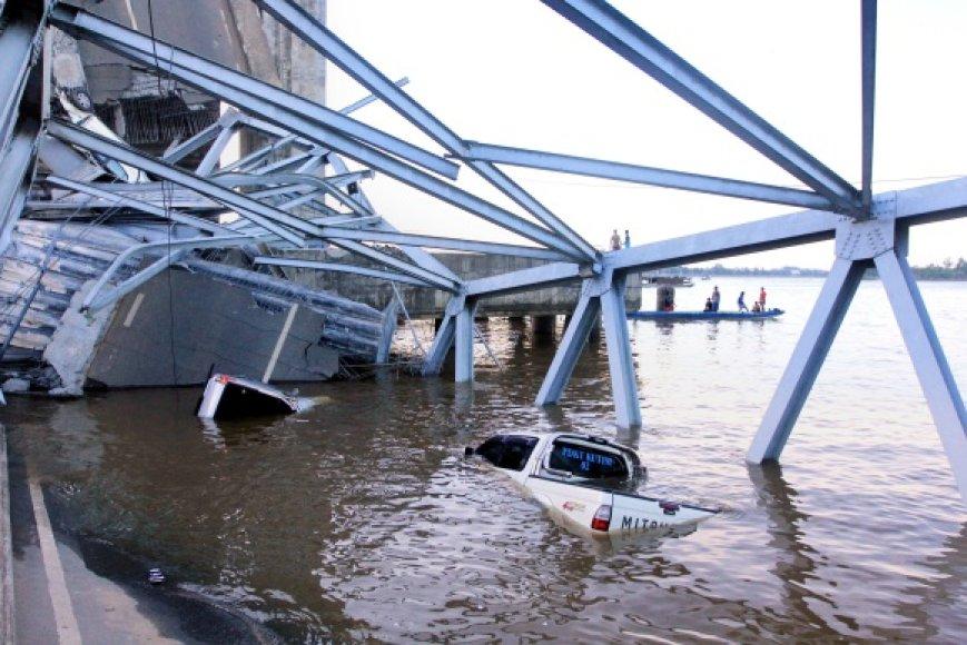 Sugriuvęs tiltas Indonezijoje