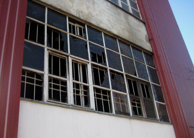 Bendrabučio tipo viešbutis per gaisrą gerokai aprūko, suskilinėjo stiklai.