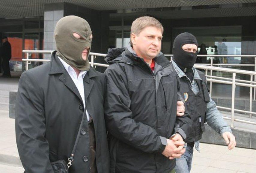 """Bendrovės """"Vilniaus vandenys"""" vadovų suėmimas teisme"""