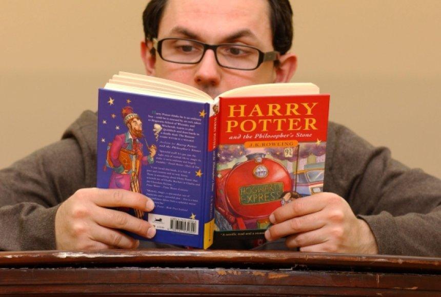 Knyga apie Harį Poterį, parduota už tūkstančius
