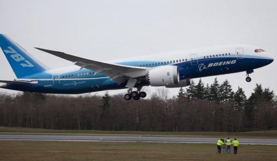 """""""Boeing 787 Dreamliner"""" po beveik dviejų su puse metų vėlavimo pagaliau pakilo bandomajam skrydžiui."""
