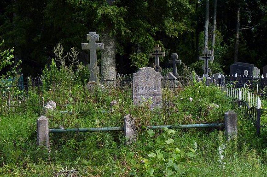 Dar už kelių kilometrų, Stirniškyje, pirmosios sentikių kapinaitės. Ir pirmasis sentikis palaidotas čia, tik niekas nebežino, kuris jo kapas...