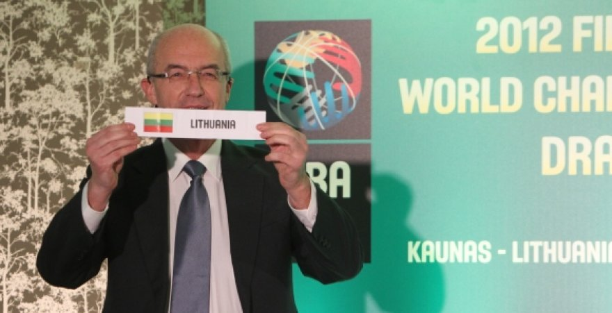 FIBA sporto direktorius Liubomiras Kotleba su Lietuvos rinktinės užrašu