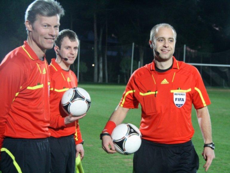 FIFA kategorijos arbitras Nerijus Dunauskas (dešinėje).