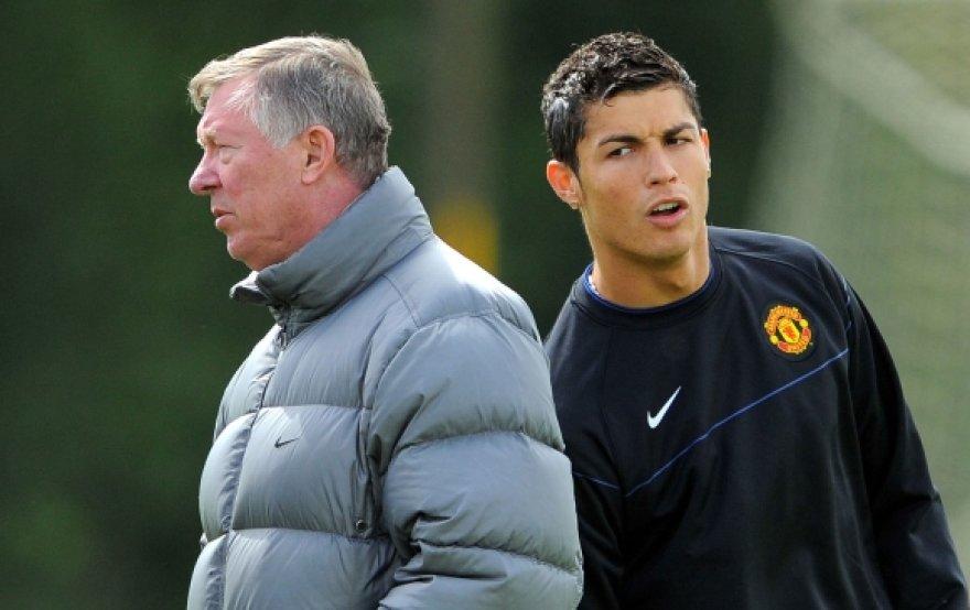 Anot pranešimų britų žiniasklaidoje, sprendimą parduoti geriausią praėjusių metų futbolininką C.Ronaldo priėmė būtent seras A.Fergusonas.