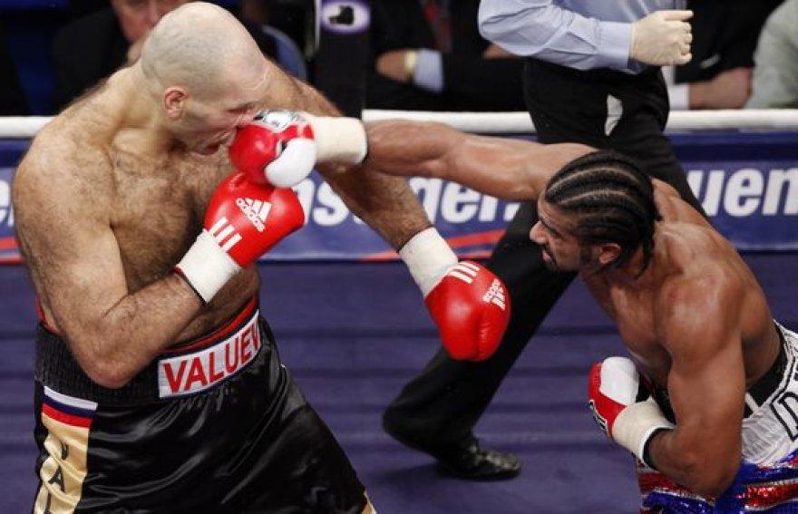 Čempiono titulą gynęs N.Valujevas nespėjo paskui vikresnį D.Haye