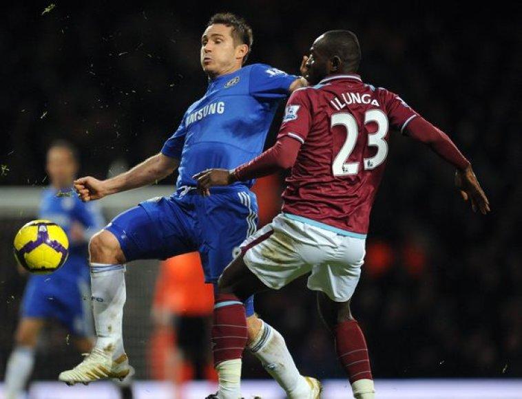 F.Lampardas nuo 11 metrų žymos turėjo mušti net 3 kartus, kol rungtynėms teisėjavęs arbitras galiausiai įskaitė įvartį