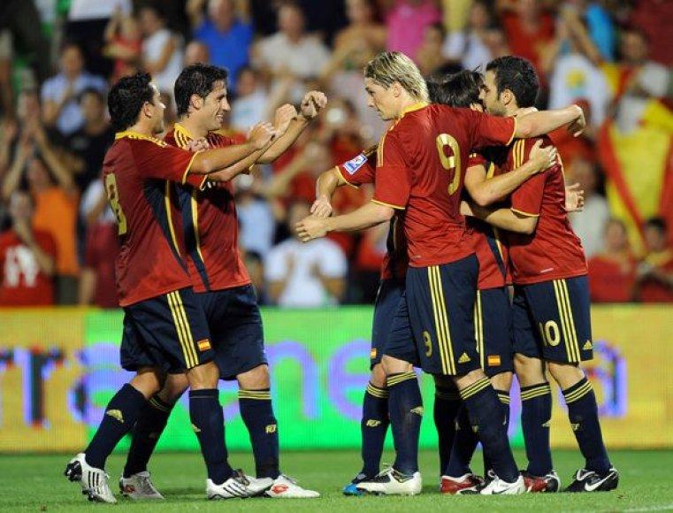 Lietuvos futbolo rinktinių direktorius R.Tautkus tikisi, jog Ispanija vasarą toli nukeliaus pasaulio čempionate ir tai jiems sutrukdys gerai pasirengti antrankos varžybų startui