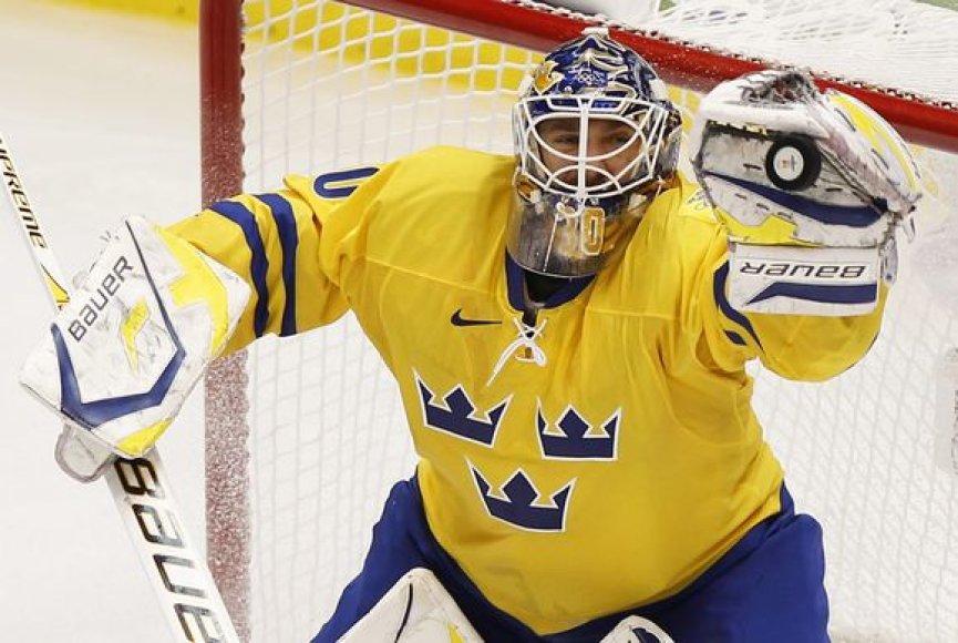 2006 metų olimpiniai čempionai švedai pergalingai pradėjo kovas Vankuveryje