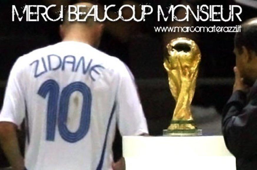 M.Materazzi atkirtis Z.Zidane'ui