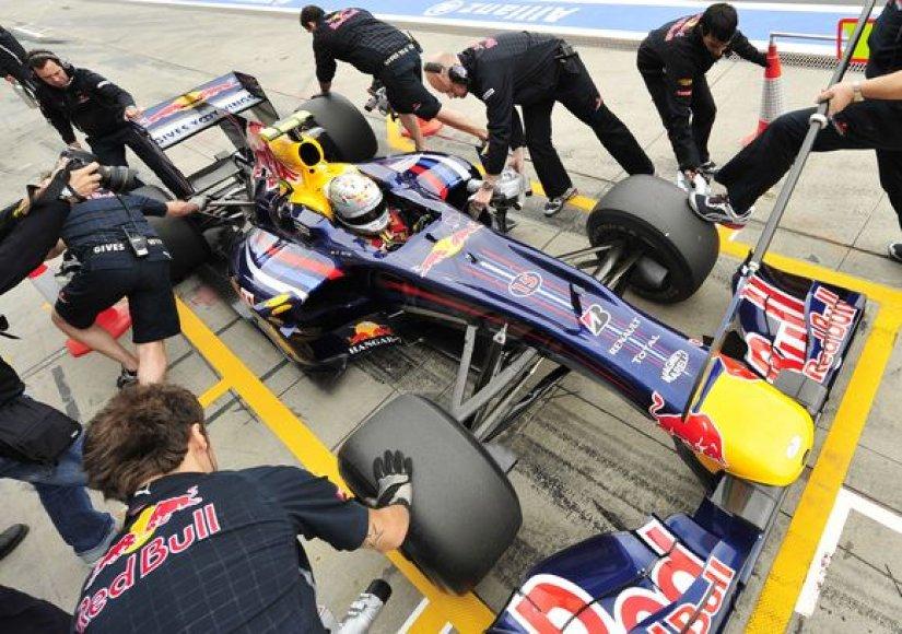 """Neoficialus """"Red Bull"""" mechanikų rekordas, keičiant bolido padangas, siekia vos 1,8 sek."""