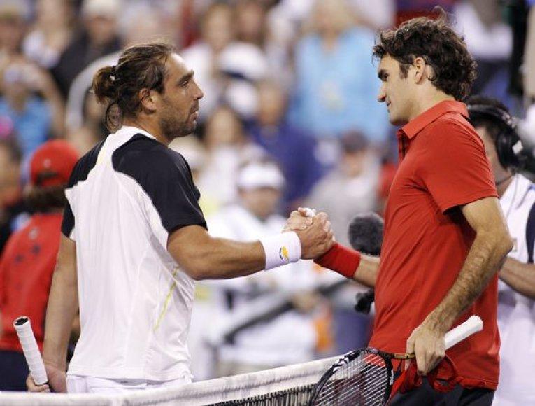 M.Baghdatis (kairėje) R.Federerį įveikė pirmą kartą per savo karjerą
