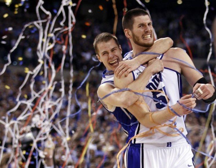 Ketvirtą kartą universiteto istorijoje NCAA pirmenybes laimėję Diuko studentai triumfuoja