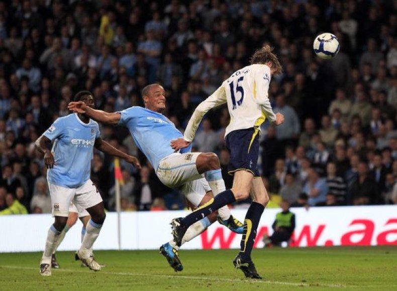 """Pergalingą įvartį """"Tottenham"""" ekipai pelnė P.Crouchas"""