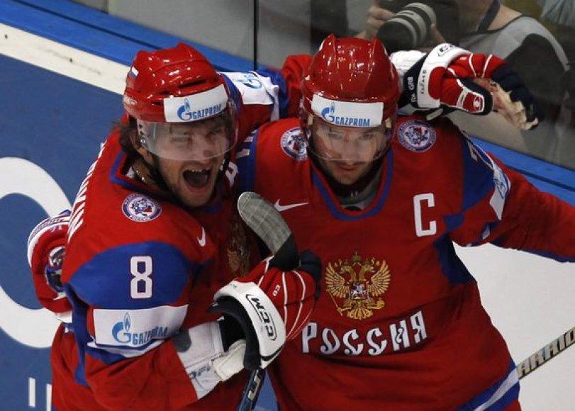 Rusijos ledo ritulininkai džiaugiasi pergale