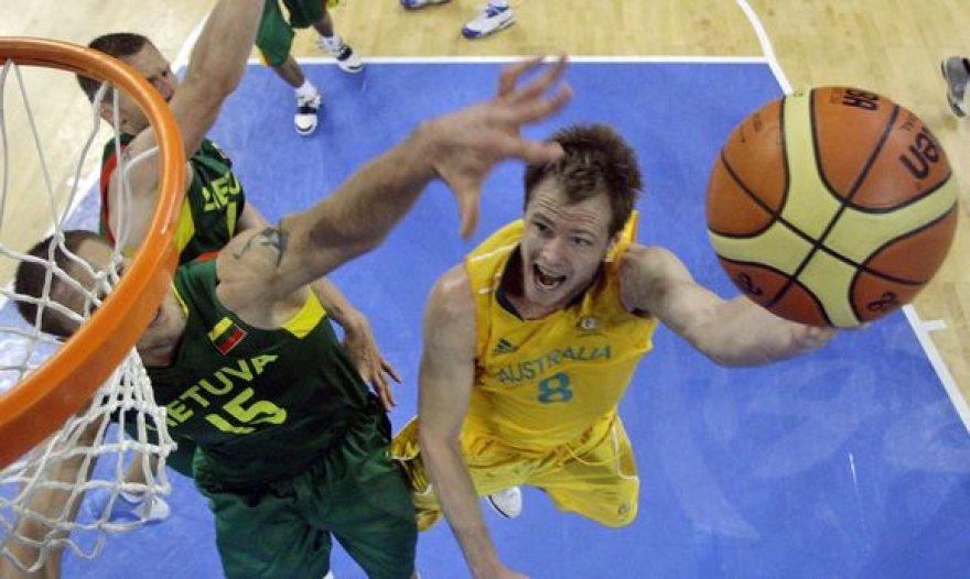 B.Newley yra Australijos krepšinio rinktinės narys