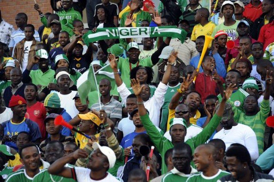 Didžiąją dalį į stadioną besibrovusių sirgalių sudarė afrikiečiai – į PAR jau atvykę Nigerijos sirgaliai ir vietiniai futbolo gerbėjai