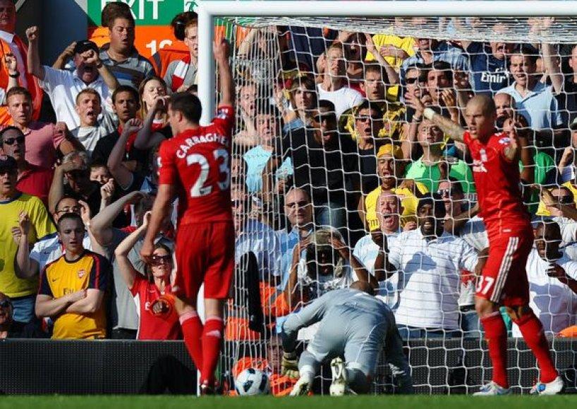"""Apmaudi """"Liverpool"""" vartininko P.Reinos klaida, padovanojusi lygiąsias """"Arsenal"""" klubui"""