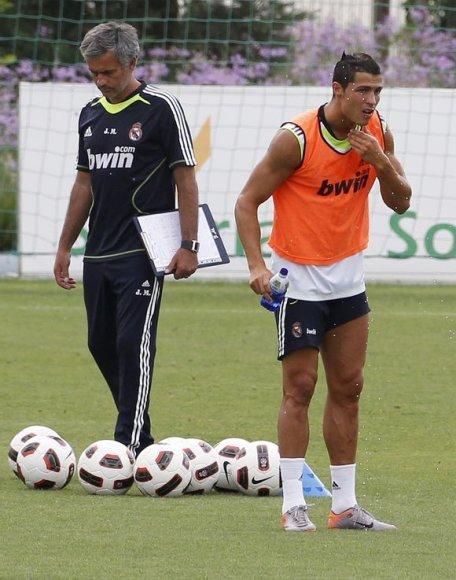 """""""Real"""" lyderiai – treneris Jose Mourinho ir puolėjas Cristiano Ronaldo – Čempionų lygoje gavo sunkų uždavinį"""
