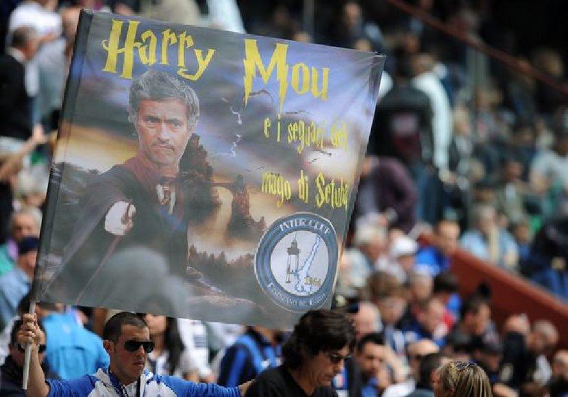 Gerbėjai neretai palygina J.Mourinho su H.Potteriu, bet pats treneris kratosi tokių asociacijų