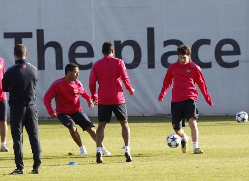 L.Messi (dešinėje) jau treniruojasi
