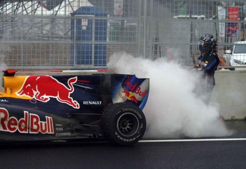 S.Vettelis buvo greičiausias treniruotėje
