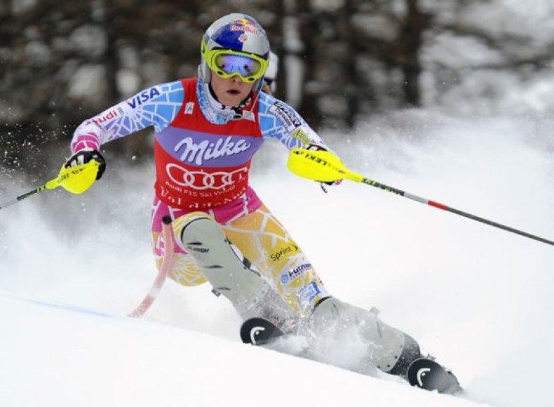 Lindsey Vonn nuo kalno leidosi greičiausiai ir tiksliausiai.