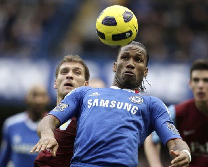 """""""Chelsea"""" (mėlyna apranga) ir """"Aston Villa"""" išsiskyrė taikiai."""