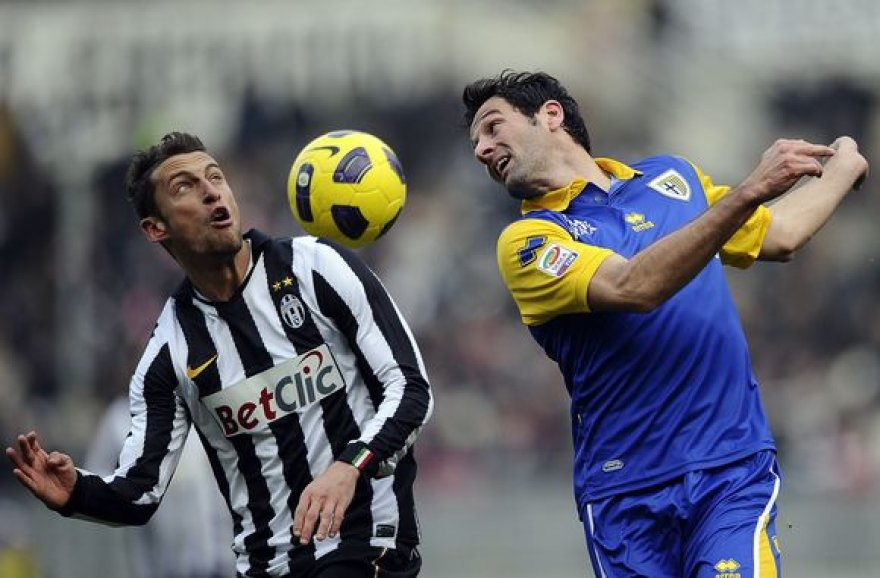 """""""Juventus"""" (kairėje) triuškinamai pralaimėjo."""