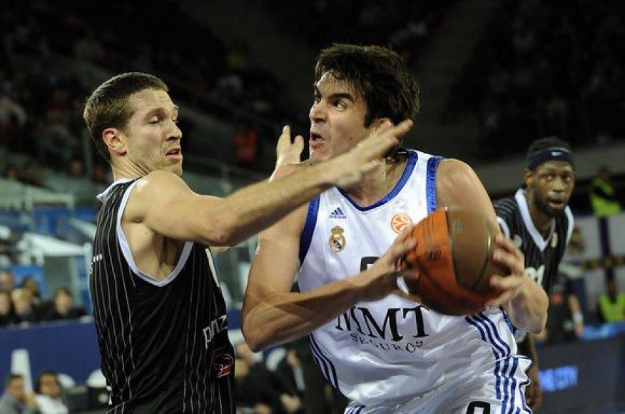 """Real"" (balta apranga) nepasigailėjo ""Partizan"" ekipos."