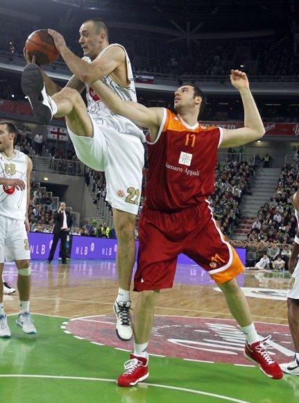 """""""Union Olimpija"""" (balta apranga) patyrė dar vieną nesėkmę Eurolygos """"Top 16"""" etape."""