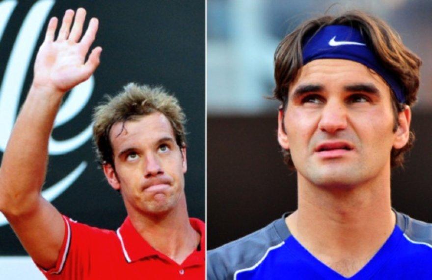 Richardas Gasquet (kairėje) eliminavo R.Federerį.