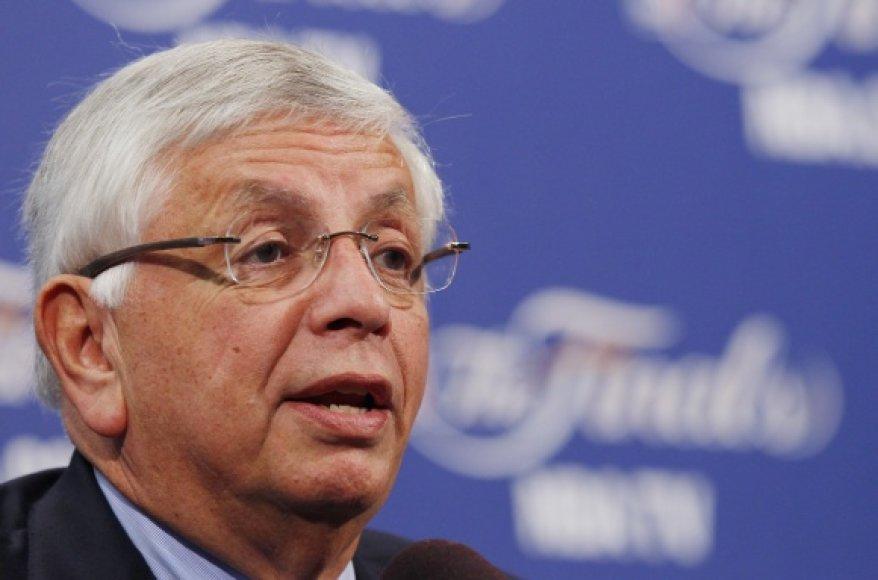NBA komisas Davidas Sternas.