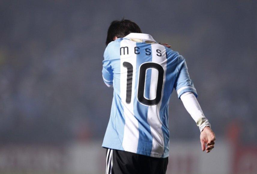 Iškovoti pirmosios pergalės Argentinai nepadėjo net geriausias pasaulio futbolininkas Lionelis Messi.