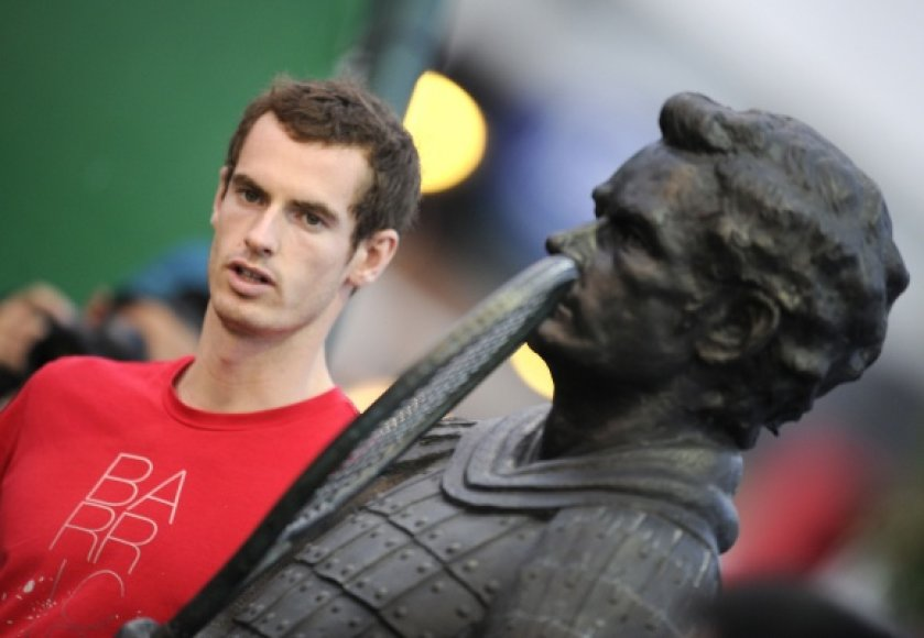 Andy Murray Šanchajuje dar neteko žengti į kortus.