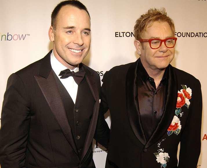 Eltonas Johnas (dešinėje) ir jo partneris Davidas Furnishas.