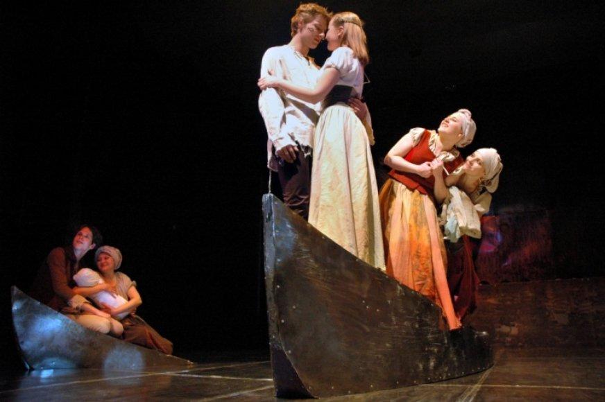 Antgamtinės galios, žmonių jausmai ir miestelio prie Nemuno likimas trečiadienį vilniečius apkerės Rusų dramos teatre.