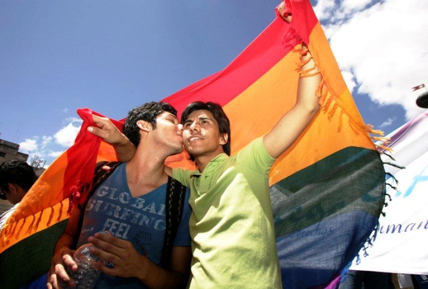 Homoseksualūs vyrai demostracijoje už lygias teises