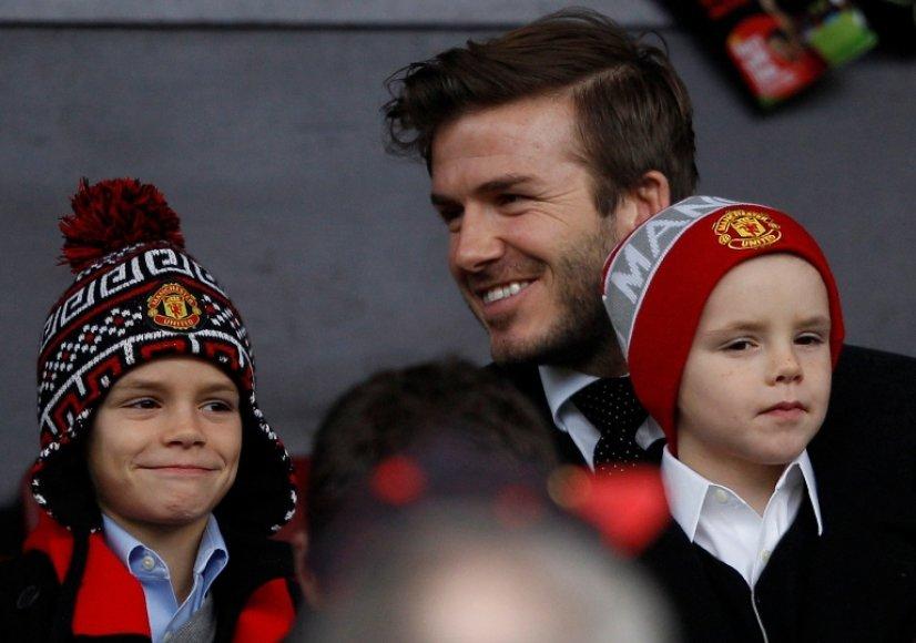 Davidas Beckhamas su sūnumis Romeo (kairėje) ir Cruzu.