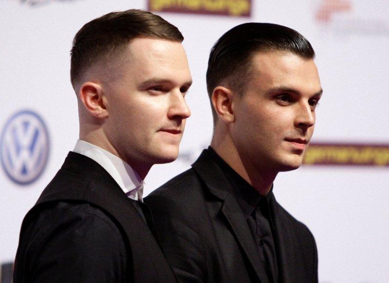 """""""Hurts"""": Adamas Andersonas (kairėje) ir Theo Hutchcraftas"""