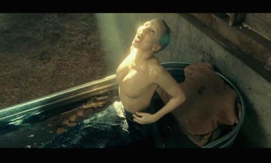 """Kadras iš Lady Gagos kūrinio """"You and I"""" vaizdo klipo"""