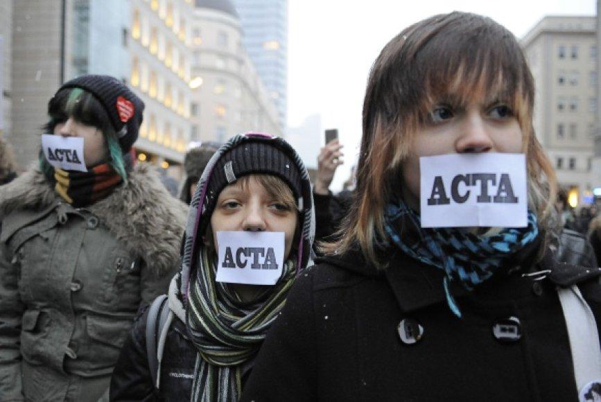 ACTA kritikai teigia, kad sutartis riboja interneto laisvę.