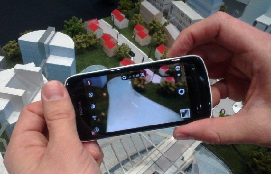 """Telefonas """"Nokia 808 PureView"""" gali fiksuoti net 41 mln. tšk. raiškos vaizdą."""