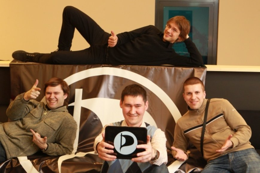 Lietuviškos Piratų partijos branduolys: (iš kairės) V.Butėnas, J.Mikalauskas, M.Zimnickas ir J.Ingelevičius (viršuje).