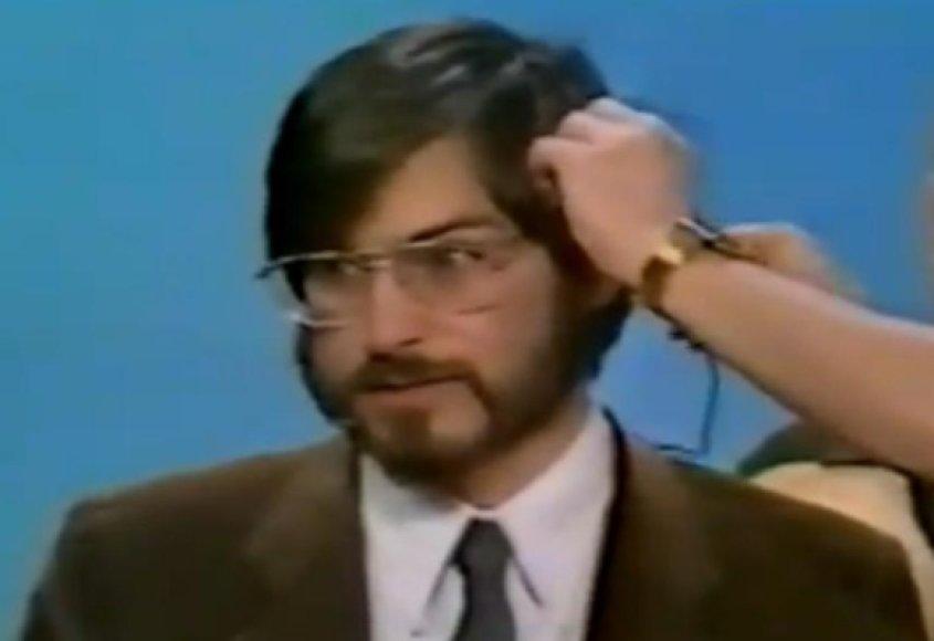 Steve'as Jobsas ruošiamas pirmajam TV interviu.