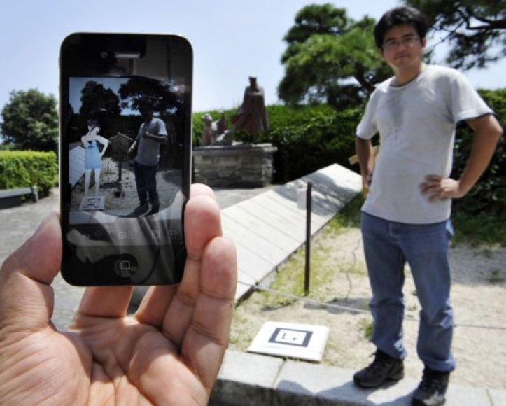 Išplėstinės realybės programos gali ne tik suteikti informacijos apie objektą, bet ir papildyti realybę vaizdais.
